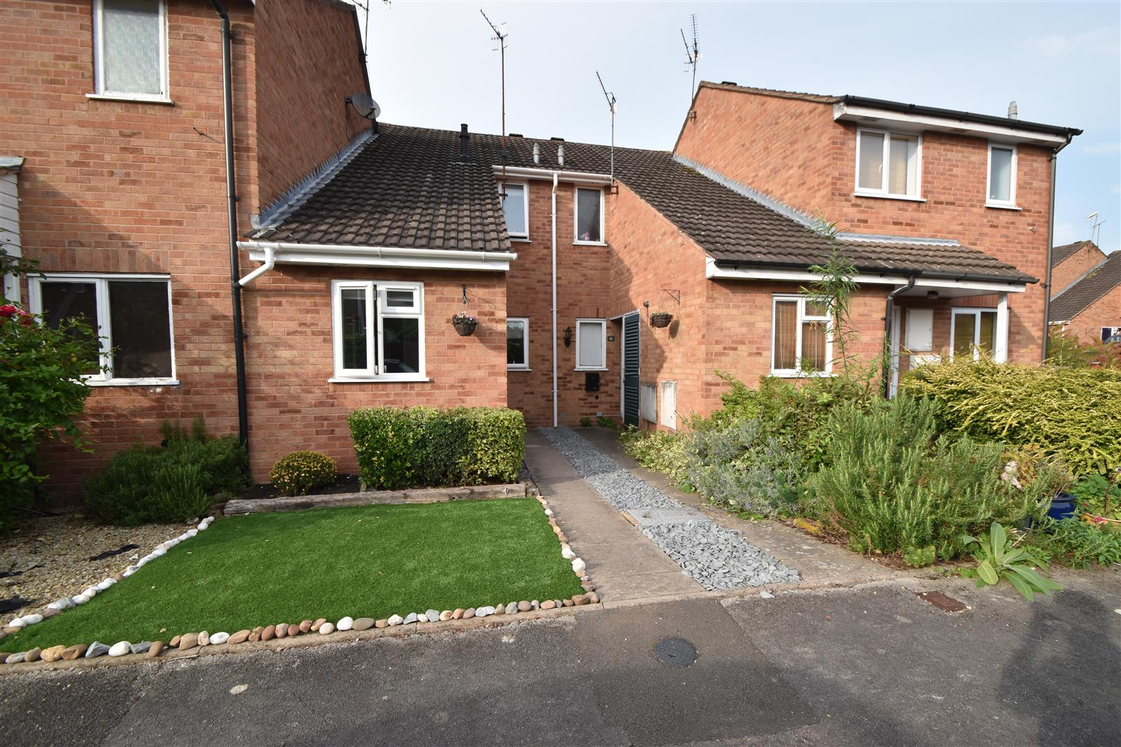 2 Bedrooms Terraced House for sale in Woodland Close, Worcester
